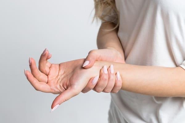 گزگز دست و پا به علت آسیب عصب، دیسک کمر، دیابت، کمبود ویتامینB و ...