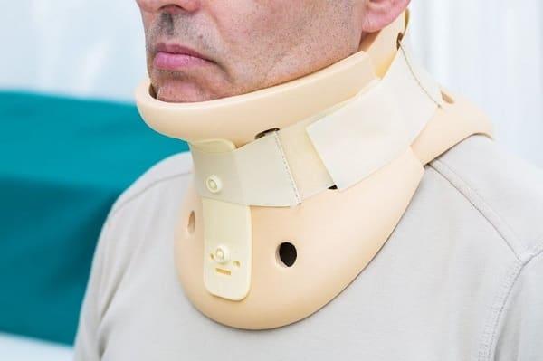 استفاده از بریس گردن برای درمان دیسک گردن
